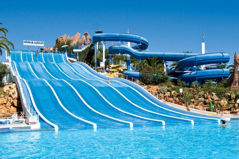 إحدي الألعاب المائية في المدينة - دليلك لزيارة ملاهي ووتر سبلاش بالرياض