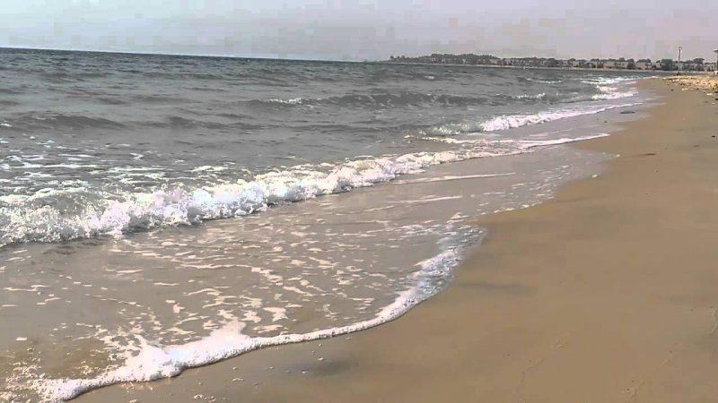 مياه شاطئ نصف القمر