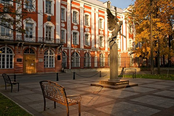 تكاليف الدراسة في جامعة سانت بطرسبورغ الحكومية لأهم 11 تخصص