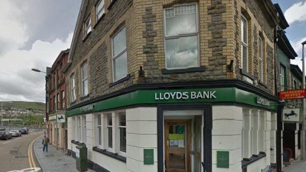 فتح حساب بنكي في بريطانيا لغير المقيم